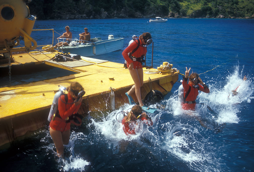 Splashdown women dive team Tektite II